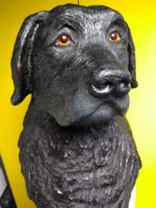 Houten beeld hond